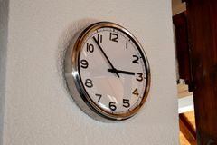 Dekoracyjny zegar na ścianie zdjęcia stock