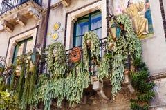 Dekoration auf Balkon des städtischen Hauses, Taormina Stockbild