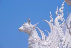 Dekoration auf Dach von Wat Rong Khun Lizenzfreie Stockfotografie