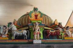 Dekoration auf dem hindischen Tempel Lizenzfreies Stockfoto