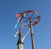 Dekoration auf dem Kontrollturmhintergrund in Tallinn Lizenzfreies Stockfoto
