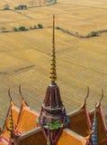 Dekoration auf der Dachspitze des thailändischen Tempels Stockbilder