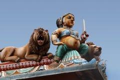 Dekoration auf einem hinduistischen Tempel Stockfotografie