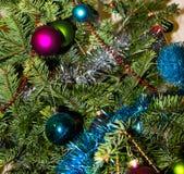 Dekoration auf Weihnachtsbaum Glückliches Newyear Konzept von Energie Stockfotos