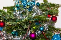 Dekoration auf Weihnachtsbaum Glückliches Newyear Konzept von Energie Lizenzfreie Stockbilder
