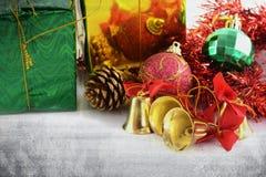 Dekoration der goldenen Glocken Weihnachts stockfotos