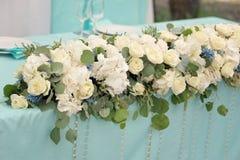 Dekoration der Tabelle für die Hochzeitszeremonie Blüht Nahaufnahme Stockbilder