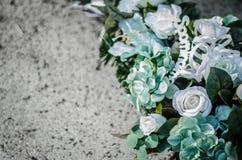 Dekoration der weißen Blume an Allerheiligen Stockbilder