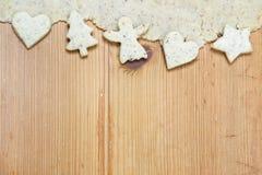 Dekoration der weißen Weihnacht auf hölzernem Hintergrund Stockfotografie