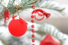 Dekoration in einem Weihnachtsbaum Stockfoto