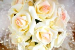 Dekoration eines Brautblumenstraußes von den Rosen schließen oben Stockfotografie