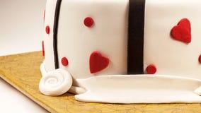 Dekoration eines Jahrestags-Kuchens stockfoto