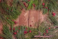 Dekoration für Weihnachten auf altem hölzernem Brett Lizenzfreies Stockbild