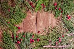 Dekoration für Weihnachten auf hölzernem Brett Stockbilder