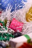 Dekoration mit Diamanten und rotem Band, Dekoration des neuen Jahres Lizenzfreie Stockfotos