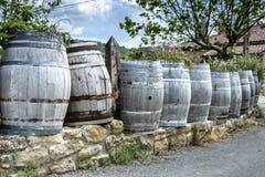 Dekoration mit Fässern Wein Stockbild