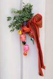 Dekoration von Eiern, gestreifte Bänder für Ostern Lizenzfreies Stockbild