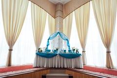 Dekoration von Tabellen an der Hochzeit Stockbild