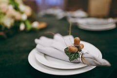 Dekoration von Tabellen an der Hochzeit Lizenzfreies Stockfoto