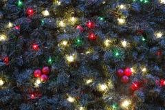 Dekorationen auf einem Weihnachtsbaum Stockbild