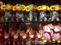 Dekorationen des Chinesischen Neujahrsfests für das Jahr der Schafe, Shanghai China Stockfotos
