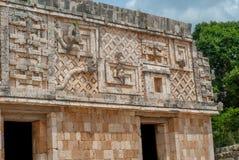 Dekorationen, die Männer und Schlangen, des Mayabereichs von Ek Balam symbolisieren lizenzfreie stockbilder