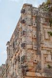 Dekorationen eines Mayatempels, Mannelefanten darstellend lizenzfreie stockfotos