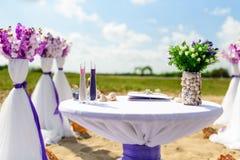 Dekorationen für Hochzeiten auf dem Ozean Stockbild