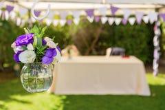 Dekorationen von Blumen für die Hochzeitszeremonie Lizenzfreie Stockfotografie