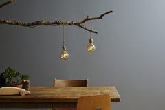 Dekorationsbaumlampe und -birnen des städtischen Lebensstils moderne Lizenzfreie Stockfotografie