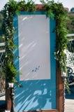 Dekorationseinrichtung des Hochzeits-Ereignisses im Freien, blauer Schirm, Kopienraum stockbild