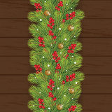 Dekorationsweihnachten mit Beere auf hölzernem Hintergrund Lizenzfreie Stockbilder