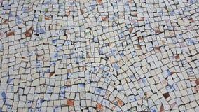 Dekorativ bakgrund av brutna mosaiktegelplattor arkivbild