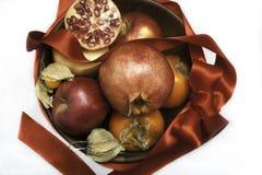 Dekorativ bunke för jul av frukter Arkivfoto
