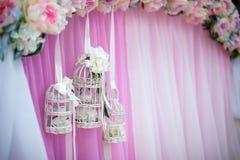dekorativ bur på bröllopet Fotografering för Bildbyråer