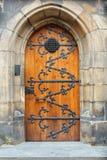 Dekorativ dörröppning av den gotiska domkyrkan av helgon Vitus, Prague slott, Tjeckien Arkivfoto