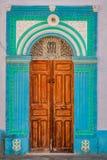 Dekorativ dörr i Kairouan, Tunisien fotografering för bildbyråer