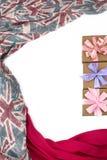 Dekorativ drapera ram av textilen Diagram för halsduk för kvinna` s rött den brittiska flaggan Arkivfoton