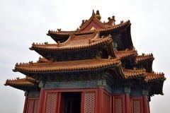 Dekorativ forntida paviljong med den smyckade kanten i Forbidden City, Peking, Kina Arkivbild