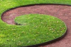 Dekorativ gräsmatta i en parkera Royaltyfri Foto