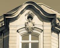 Dekorativ huvudstad av fasaden med Rich Keystone A royaltyfri foto