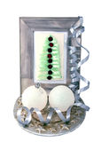 Dekorativ julgran i ramen och julbollarna Arkivbild