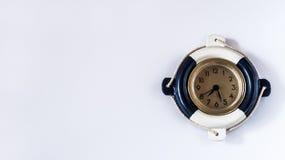 Dekorativ marin- klocka på en vit bakgrund royaltyfria foton