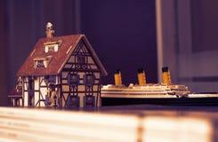 Dekorativ modell för europeiskt generiskt huskafé arkivfoton