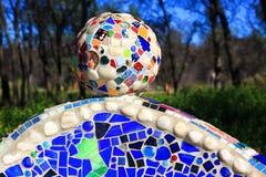 Dekorativ mosaisk boll med olika tegelplattor Arkivbild