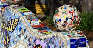 Dekorativ mosaisk boll med olika tegelplattor Royaltyfri Foto