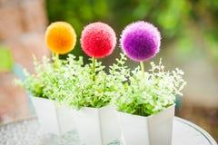 Dekorativ plast- blomkruka Fotografering för Bildbyråer