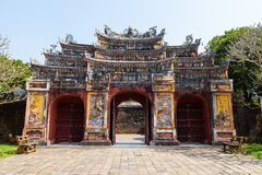 Dekorativ port på den imperialistiska staden för imperialistisk citadell Royaltyfria Bilder
