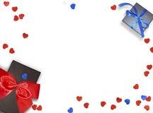 Dekorativ röd band och pilbåge över vit bakgrund Semestrar bakgrund med copyspace Vit bakgrund med den härliga pilbågen Royaltyfria Foton