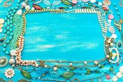 Dekorativ ram av smycken för kvinna` s Arkivbilder